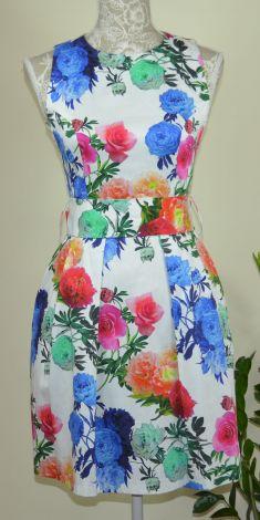 Rochie alba cu flori