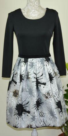Rochie neagra cu fusta gri