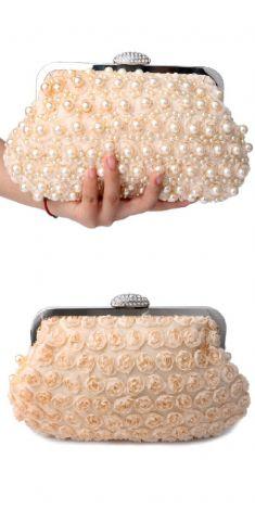 Plic crem cu perle albe