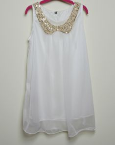 Rochie/bluza alba cu piept brodat decorat cu paiete