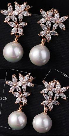 Cercei aurii cu perle si strasuri