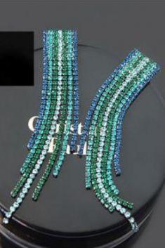 Cercei cu strasuri albastre,negre,verzi si bleu