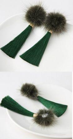 Cercei lungi verzi cu puf