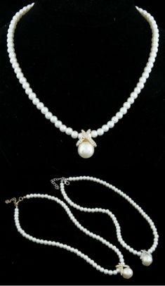 Colier din perle cu pandantiv