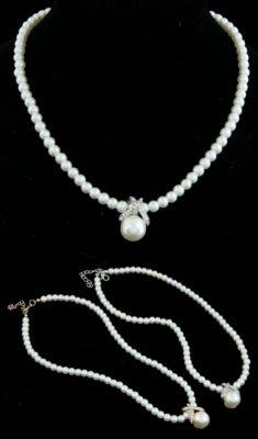Colier din perle cu pandantiv argintiu