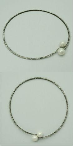 Colier argintiu cu strasuri si perle