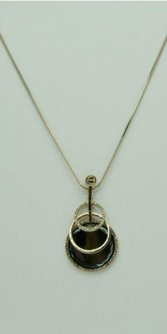 Colier auriu, pandantiv cu cristal si strasuri