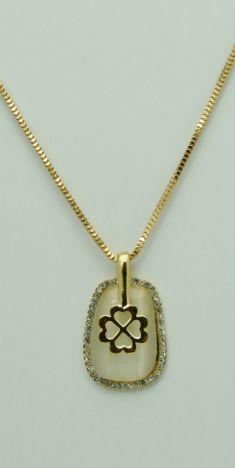Colier auriu, pandantiv cu strasuri albe si cristal