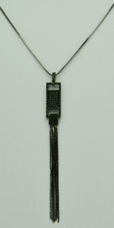 Colier gri metalizat si pandantiv cu strasuri negre