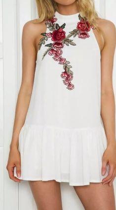 Rochie alba cu trandafiri brodati