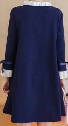 Rochie bleumarin cu guleras alb