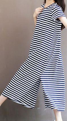 Rochie in dungi bleumarin si albe