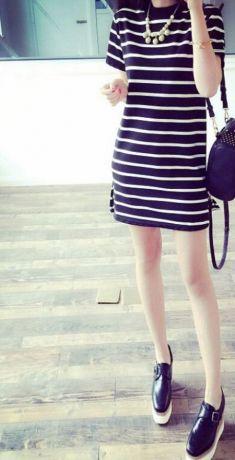 Rochie neagra cu dungi albe
