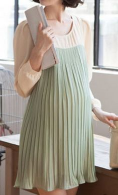 Rochie plisata verde cu alb