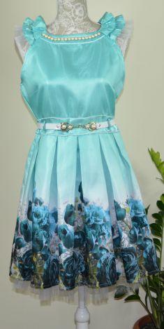 Rochie verde cu flori albastre