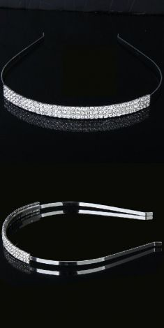Bentita argintie cu trei randuri de strasuri