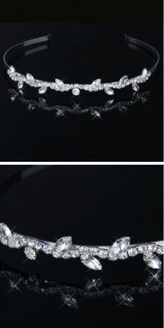 Bentita argintie (strasuri)