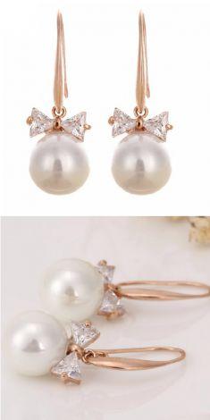 Cercei aurii cu perla si strasuri