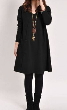 Rochie neagra cu buzunar aplicat