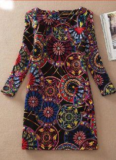 Rochie neagra cu cercuri colorate