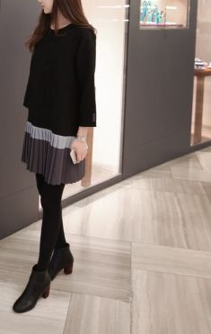 Rochie neagra cu volan plisat gri cu bleo