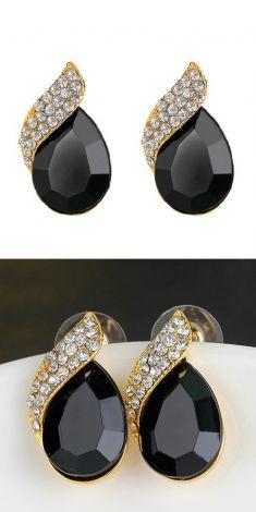 Cercei cu cristale negre si strasuri
