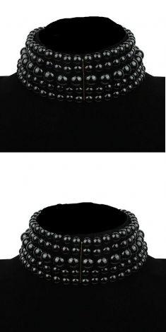Colier negru cu cinci randuri de perle